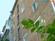 Жительница города Назарово старается не выходить на собственный балкон