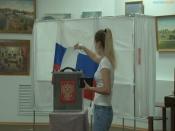 Голосование по поправкам в Конституцию продолжается