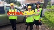 Водители взяли в руки детские ладошки с напоминанием о ПДД