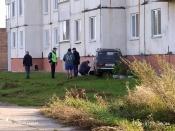 Неизвестные угнали автомобиль и врезались на нём в стену жилого дома