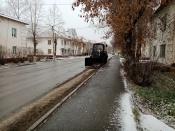В городе Назарово дорожники приступили к уборке грязи с улиц