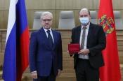 Сотрудник Назаровского ГМНУ получил награду из рук губернатора Красноярского края