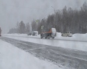 Назаровцев призывают проявлять осторожность на дорогах во время снегопада