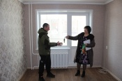 Сиротам из Назаровского района вручили ключи от квартир